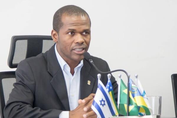 Jorge Amaro quer homenagear funcionários de creches em Águas Lindas de Goiás