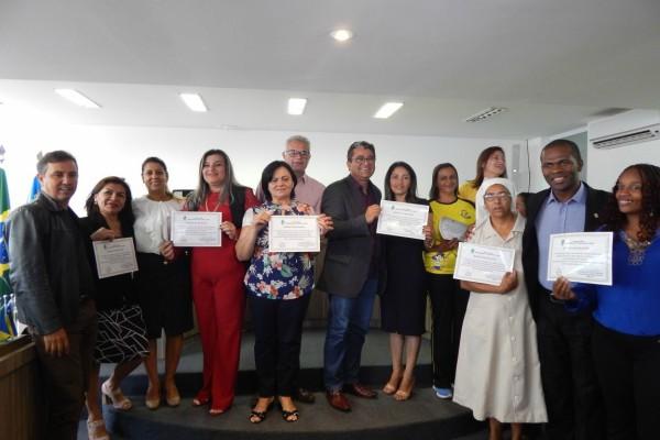 Jorge Amaro homenageia mães crecheiras em Águas Lindas de Goiás