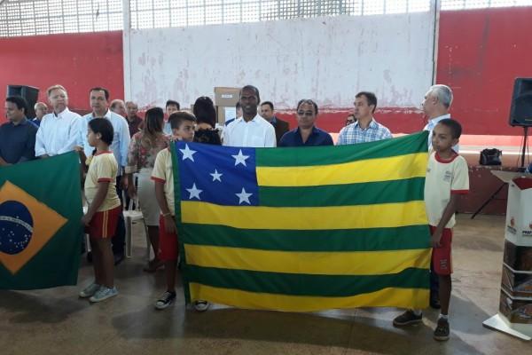 Republicanos prestigiam entrega de óculos para famílias carentes em Águas Lindas de Goiás