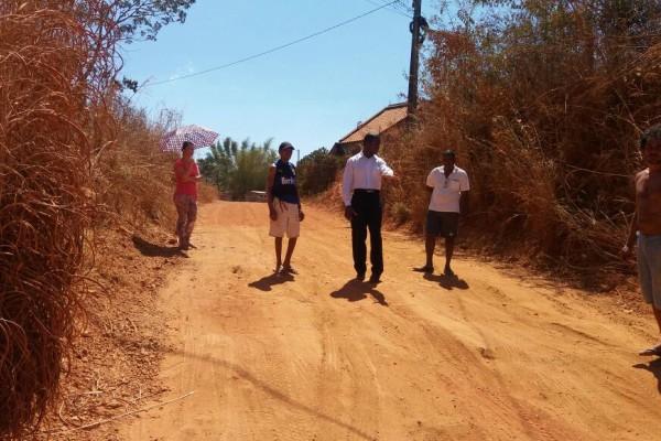 Jorge Amaro visita bairros de Águas Lindas de Goiás