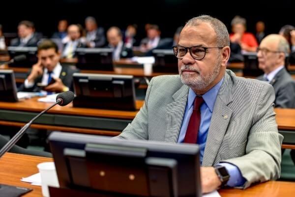 Jorge Braz discute punição a empresários que sonegam impostos