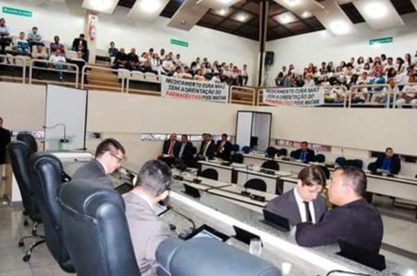 Jory Oeiras encabeça discussão sobre automedicação e reúne entidades do setor de farmácia