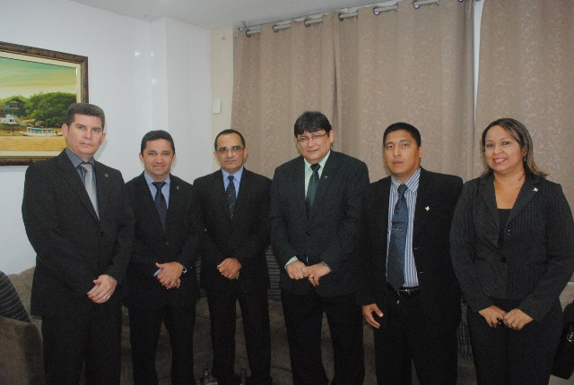jory-oeiras-pastor-oliveira-encontro-com-promotor-09-04-15-decom-alap