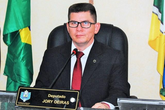 Deputado Jory Oeiras comemora aprovação de projeto para a área da educação