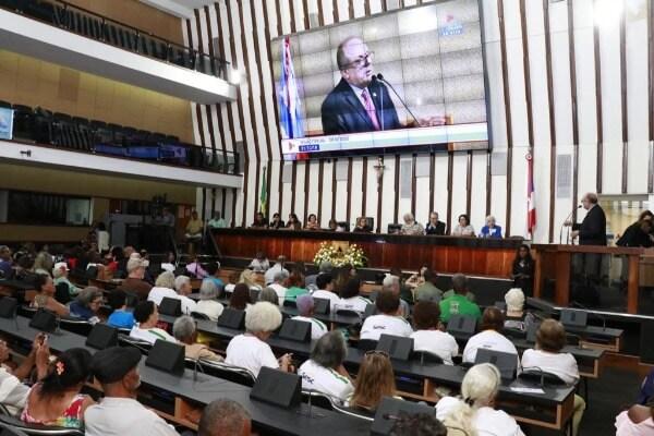 Assembleia da Bahia realiza sessão em homenagem aos idosos