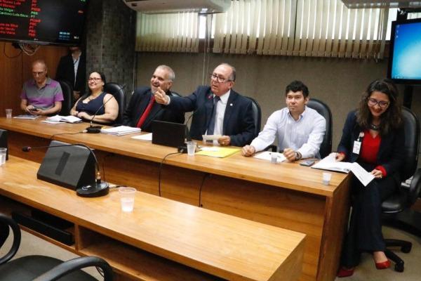 Comissão presidida por José de Arimateia debate contaminação por agrotóxicos na Bahia