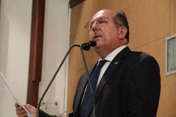 José de Arimateia promove debate sobre a anemia falciforme
