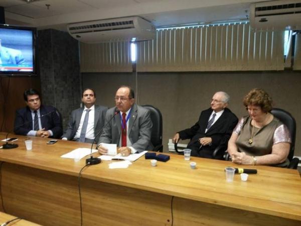 Hospital Martagão Gesteira homenageia presidente da Comissão de Saúde