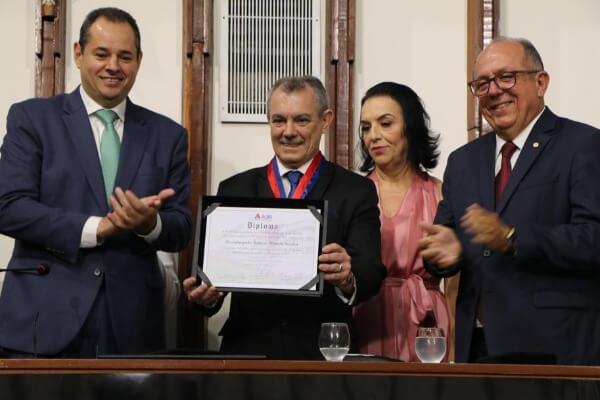 José de Arimateia entrega Comenda Dois de Julho na ALBA