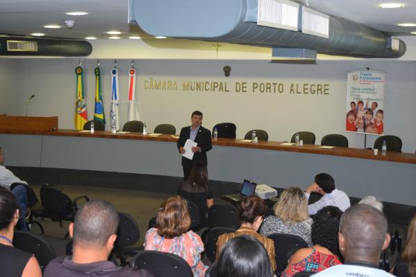 José Freitas debate o atendimento em saúde mental para o público infantojuvenil