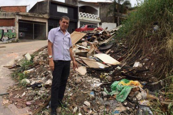 José Nelson exigirá retirada de lixo em regiões de Ferraz Vasconcelos