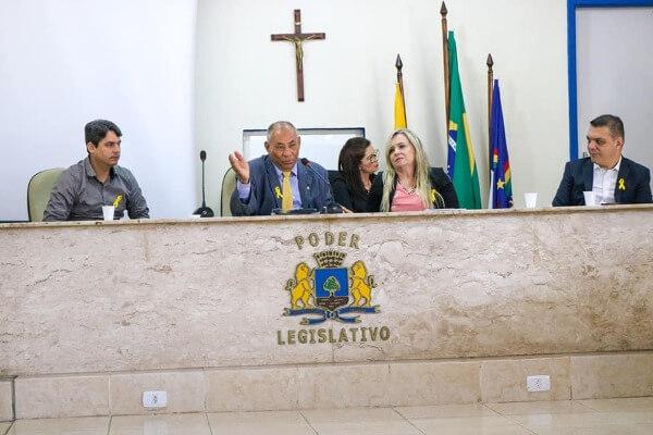 Joselito Nunes promove debate sobre automutilação