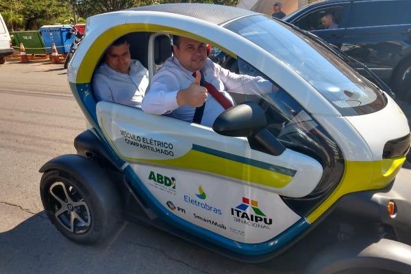 Julio Cesar é o primeiro deputado federal a conduzir carro elétrico