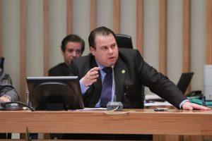 Julio Cesar quer proibir venda de bebidas alcoólicas perto de escolas no DF