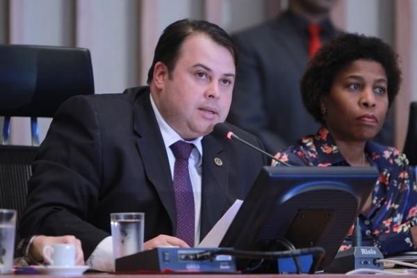 Julio Cesar lança Frente Parlamentar de Combate à Violência Contra a Mulher