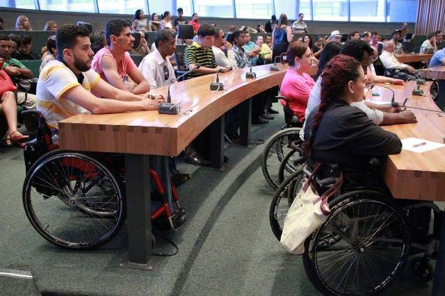 julio-cesar-prb-promove-debate-sobre-acessibilidade-para-os-deficientes-fisicos-no-df-foto-ascom-19-10-15-02