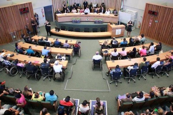 julio-cesar-prb-promove-debate-sobre-acessibilidade-para-os-deficientes-fisicos-no-df-foto-ascom-19-10-15