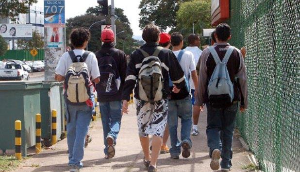 julio-cesar-prb-quer-proibir-venda-de-bebidas-alcoolicas-perto-de-escolas-no-df-foto-agencia-senado-04-09-15