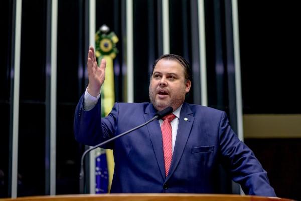 Julio Cesar realiza sessão em homenagem ao Dia Internacional da Juventude
