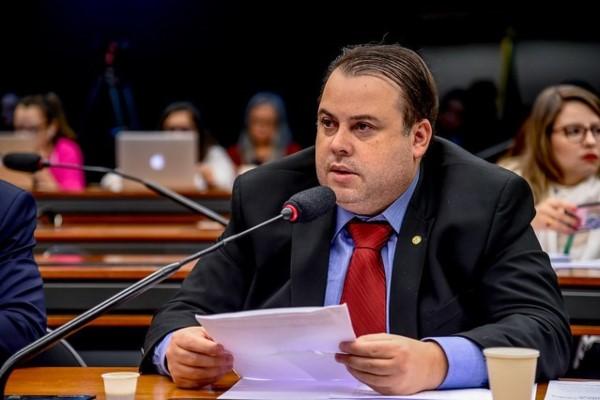 Julio Cesar promove lançamento de livro voltado à gestão pública