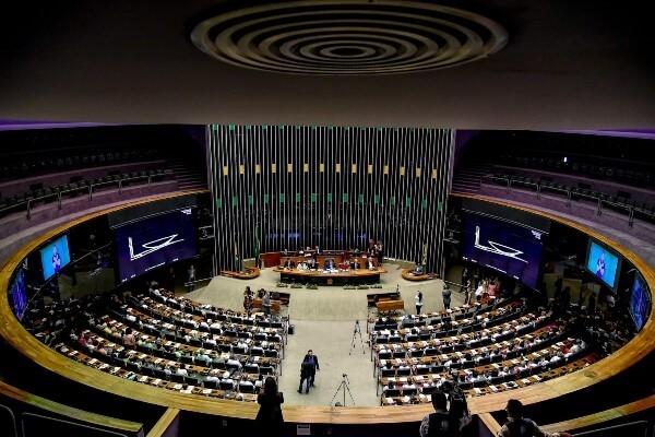 Idosos são homenageados na Câmara dos Deputados