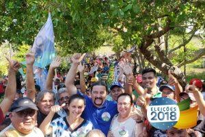 Multidão de apoiadores recebe o deputado Júnior Verde em Brejo