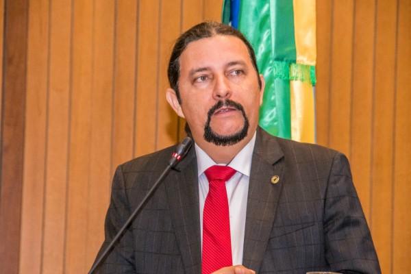 Júnior Verde defende reabertura de escola municipal no bairro Santa Bárbara