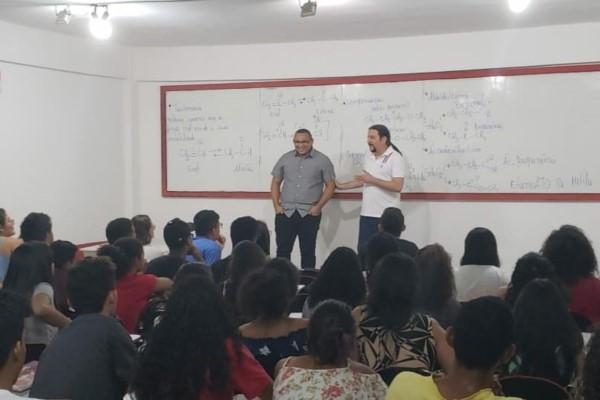 Júnior Verde ministra palestra para estudantes em São Luís