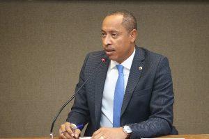 Jurailton Santos pede a criação de Delegacia da Mulher em Vera Cruz (BA)