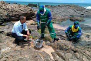 Jurailton acompanha retirada das manchas de óleo em Salvador