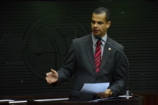 Jutay lamenta punição a policiais e cobra retratação por parte do governo da Paraíba