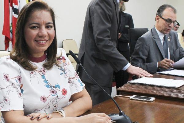 Karina quer ações de prevenção à gravidez na adolescência e em São José do Rio Preto