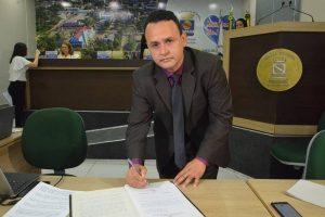 Laércio da Farmácia toma posse como vereador em Rio Branco