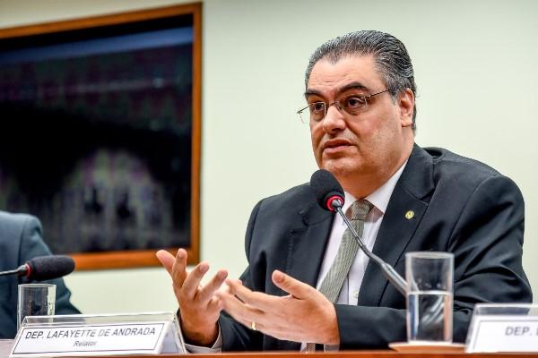Deputado propõe desburocratização do setor elétrico brasileiro