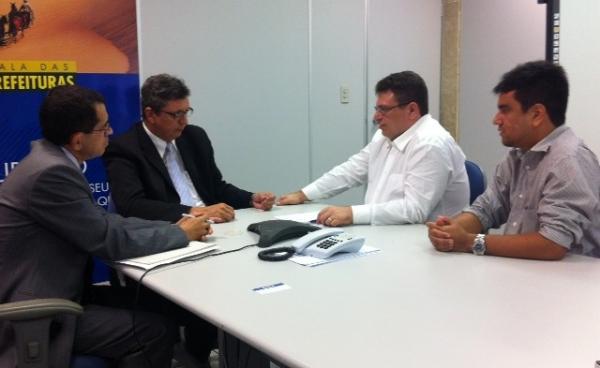 lei-de-guarda-volumes-e-apresentada-aos-dirigentes-da-caixa-economica-25-05-2012