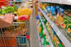 Lei de Julio Cesar obriga limpeza de carrinhos e cestas de supermercados no DF