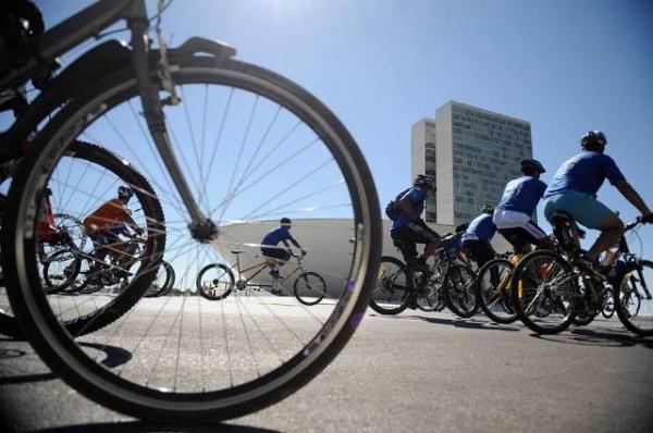 Secretaria do Esporte e Lazer realiza passeio ciclístico em comemoração ao aniversário de Brasília