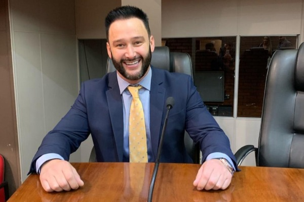 Farroupilha (RS): Léo Guth assume vaga de vereador e Tiago Ilha toma posse no Executivo