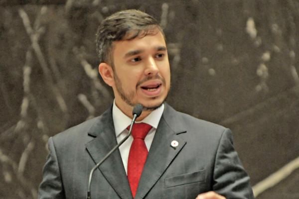 Aprovado projeto do deputado Léo Portela que combate o alcoolismo em Minas Gerais