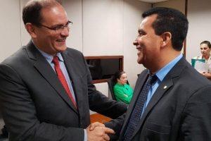 Lindomar Garçon comemora empenho de mais de R$ 1 milhão para transporte escolar