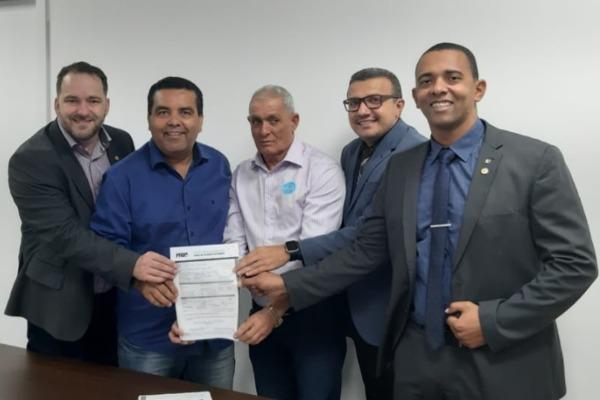 Prefeito de Nova União (RO) se filia ao PRB