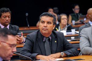 Projeto garante emprego de funcionários da Eletrobras em caso de privatização