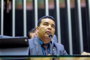 Lindomar Garçom e governador anunciam tapa-buracos em rodovia de Rondônia