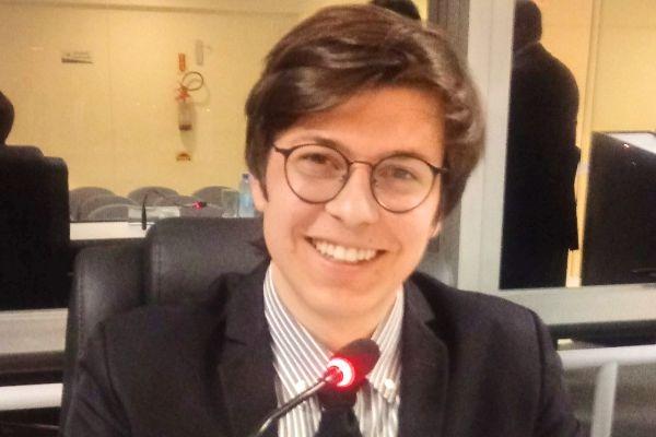 Lucas Ramilo garante internet gratuita em praça de Faxinal dos Guedes