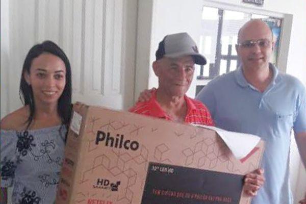 Luciano Balarini entrega prêmios da campanha IPTU Premiado 2018 de Pavão (MG)