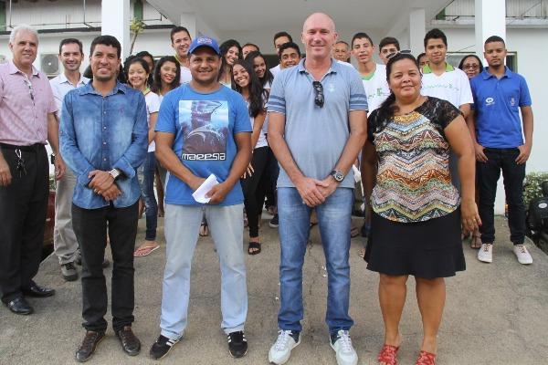Prefeito Luciano Francisqueto anuncia transporte escolar para alunos do IFBA