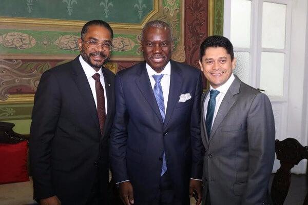 Em Salvador, vereador Luiz Carlos homenageia embaixador de Angola no Brasil