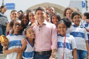 Luiz Carlos recebe a visita de alunos e explica funcionamento do Legislativo