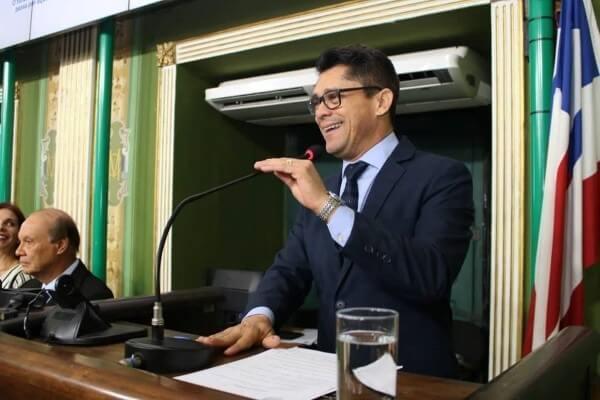 Luiz Carlos homenageia ABO em Salvador