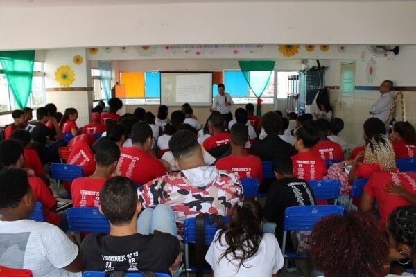 Alunos da rede municipal de Salvador aprendem sobre história e função da Câmara